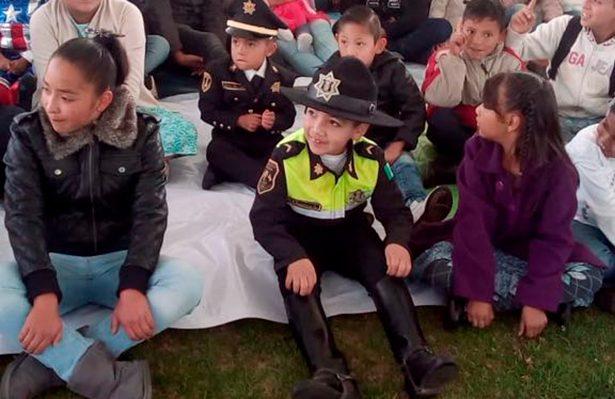 La SS brinda un homenaje a las y los niños de compañeros policías