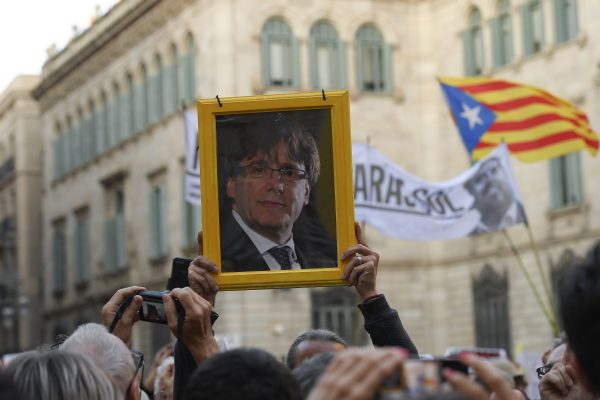 El gobierno español cierra el paso a un nuevo mandato de Puigdemont en Cataluña