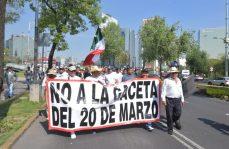 Transportistas mexiquenses se manifiestan frente a Los Pinos