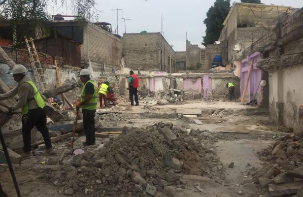 Concluye demolición de casa en alto riesgo de colapso en la GAM: SOBSE