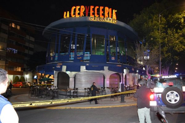 Deja 2 heridos ataque a balazos en cervecería de Benito Juárez