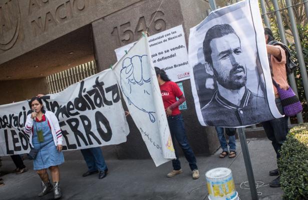 Exigen la libertad del activista León Fierro