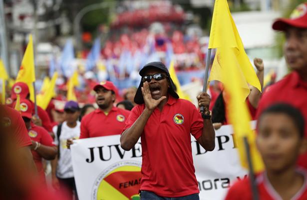 Trabajadores marchan en Panamá contra la corrupción