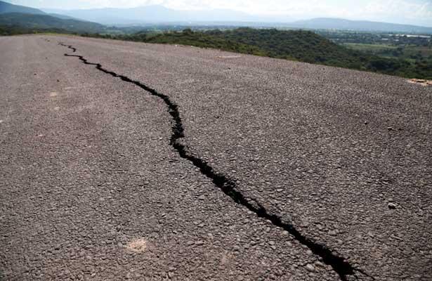 Continúa sin repararse la Autopista Siglo XXI