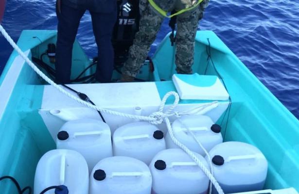 Aseguran 2 mil litros de combustible frente a costas de Michoacán