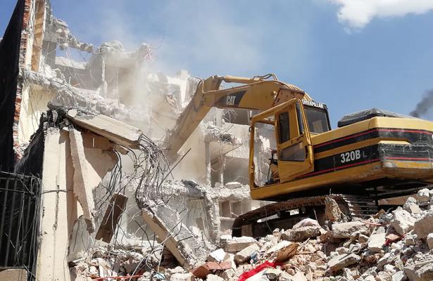 Concluye demolición de edificio en delegación Tlalpan