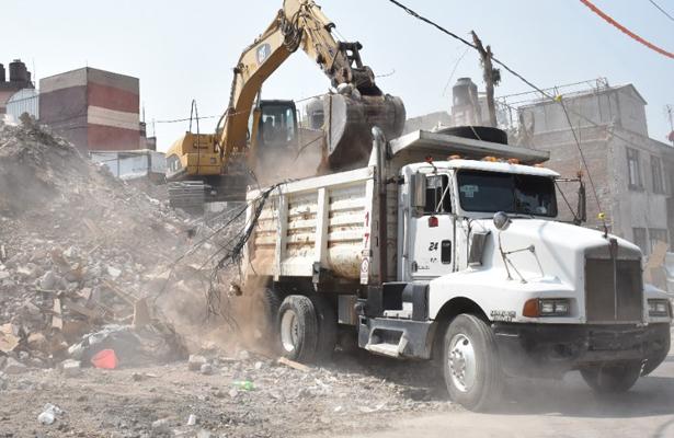 Concluyen demolición del edificio en sur 69, en Iztapalapa