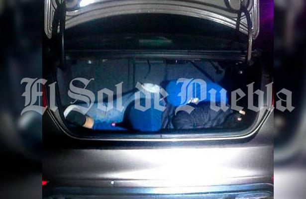 Con el tiro de gracia, hallan pareja encajuelada en Puebla