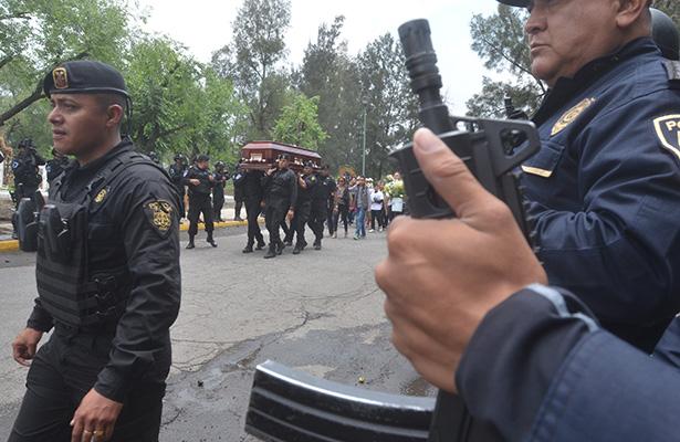 Homenaje a policía caído en cumplimiento del deber