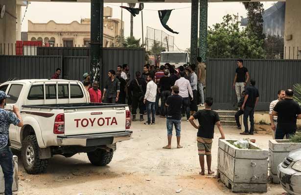 Atentado suicida en Libia deja al menos 13 muertos