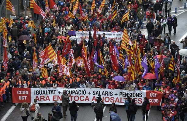 En España, miles e personas exigen sueldo digno e igualdad entre los sexos