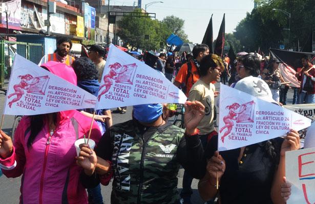 Galería: Marchan sexo servidoras en el Día del Trabajo