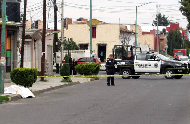 Golpean hasta dejar sin vida a un migrante en Toluca