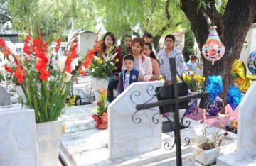 """Recuerdan a las madres en el Panteón de """"La Cuevita"""""""