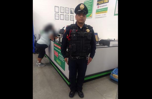 Policía devuelve cartera con más de cinco mil pesos