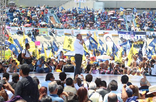 César Moreno abarrotan Velódromo Olímpico en campaña política
