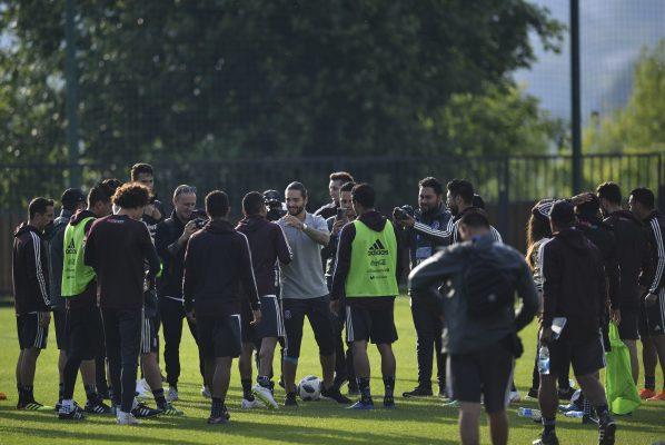 México se entrena por primera vez en Moscú con Maluma como ilustre espectador