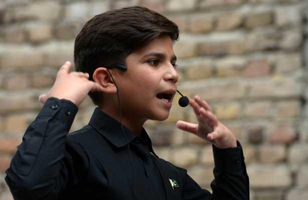 Hammad, niño paquistaní que triunfa con cursos de motivación