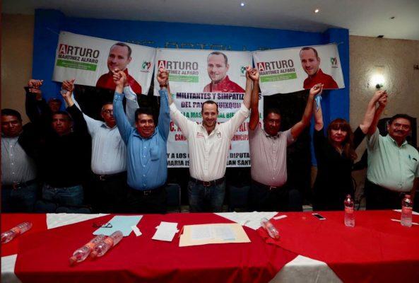 Se une Guillermo Espinoza a Arturo Martínez del PRI.