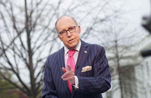 Principal asesor económico de Trump sufre ataque cardíaco en Washington