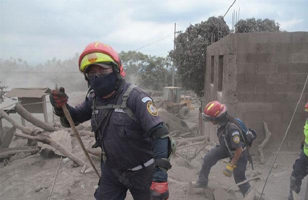 Evacúan área cercana al Volcán de Fuego de Guatemala por descenso de lahar