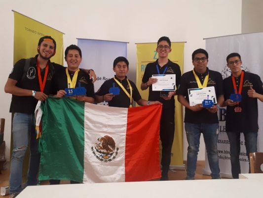 Alumnos del politécnico ganan ocho medallas en competencia internacional