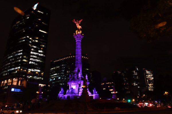 [GALERÍA] Monumentos de la capital se iluminan de morado para invitar a votar