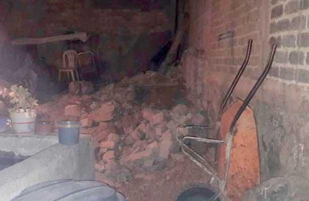 Encuentran cadaver entre las paredes de su casa