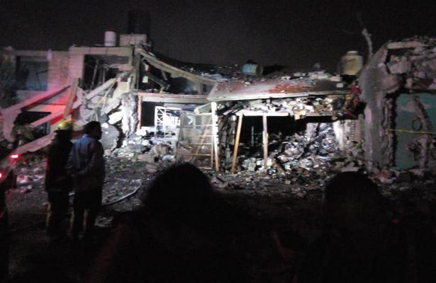 Fuerte explosión en Tultepec, deja ocho muertos
