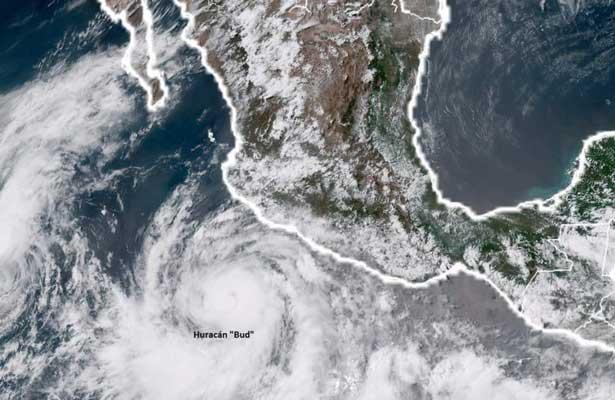 Huracán Bud afecta costas mexicanas