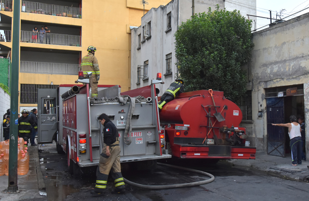 Evacúan edificio en Buenavista por incendio