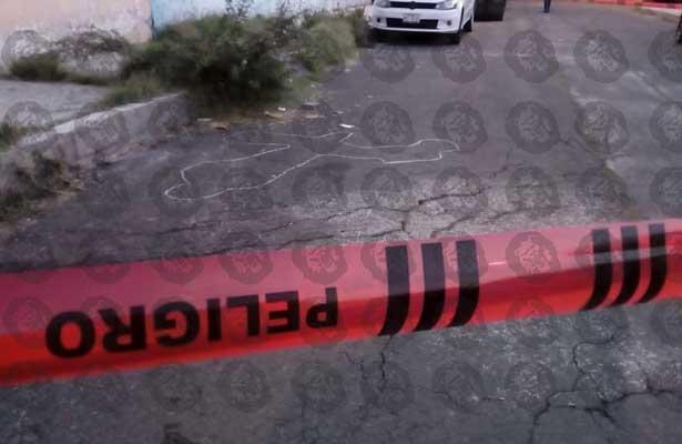 Hallan dos maniatados y torturados en Iztapalapa