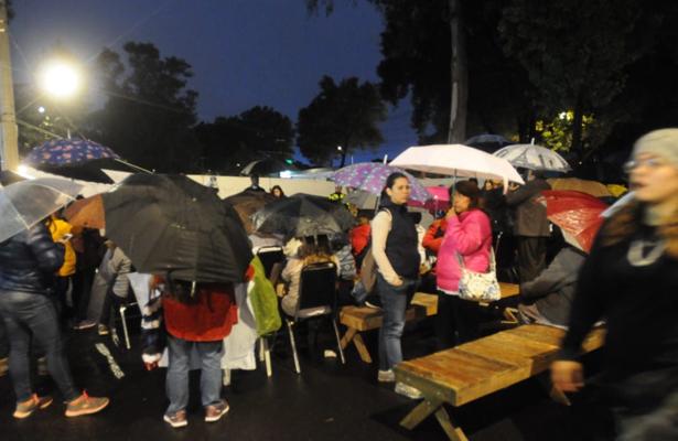 Damnificados de Multifamiliar instalan campamento en Tlalpan