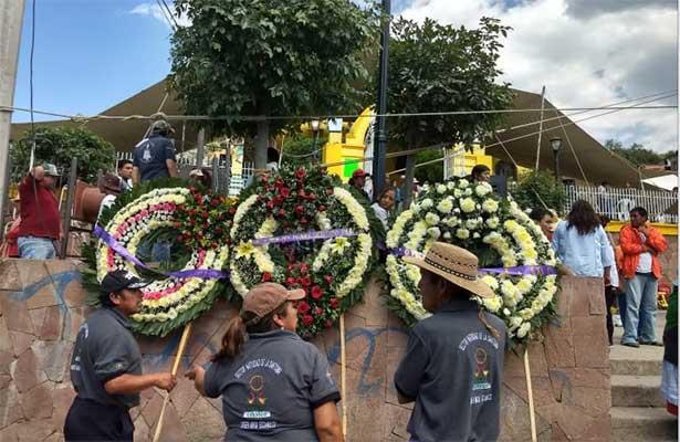 Triste adiós durante sepelio de víctimas del accidente en la México-Veracruz