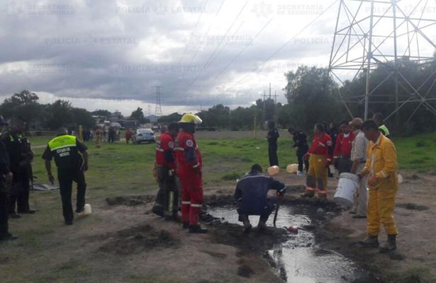 Localiza fuga de combustible en ducto de Pemex, en Acolman