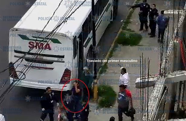 Policías ayudan a lesionados por arma de fuego en Chalco
