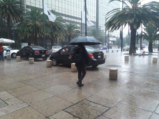 Afectan lluvias el oriente de la capital