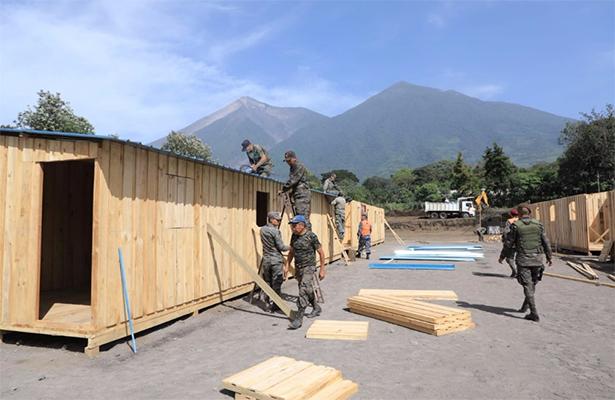 Miles de personas en Guatemala sobreviven en albergues a un mes de la erupción volcánica