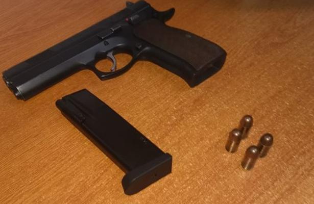 A proceso tres ex servidores públicos por portación de armas de fuego
