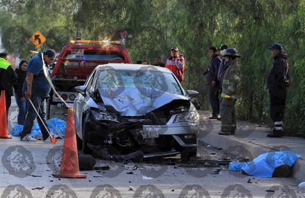 Mueren al estrellarse contra un vehículo en Cuatitlán- Zumpango