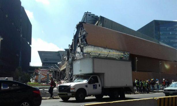 Captaron el momento del derrumbe en un mall en México