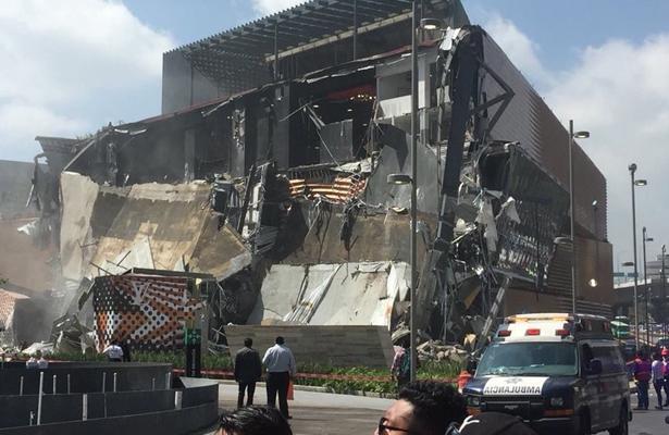 Se derrumba plaza Artz en Periférico Sur