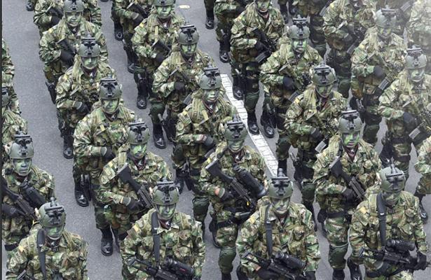 Colombia reconoce a militares 10 años después de espectacular rescate de Betancourt