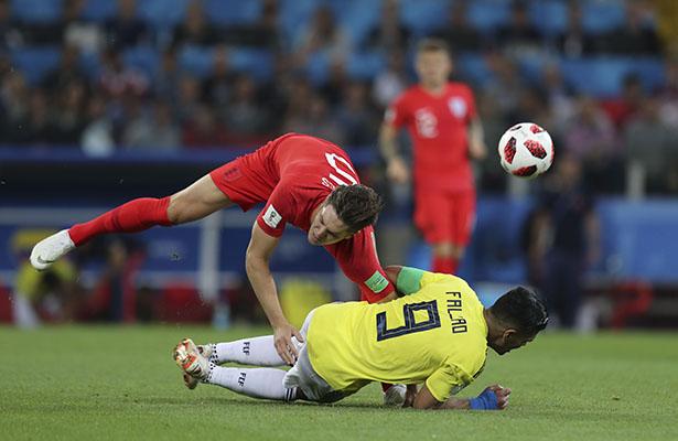 En penaltis avanzó Inglaterra