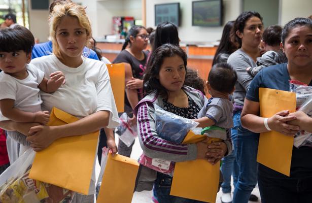 Once familias reunificadas en EU llegarán a Guatemala