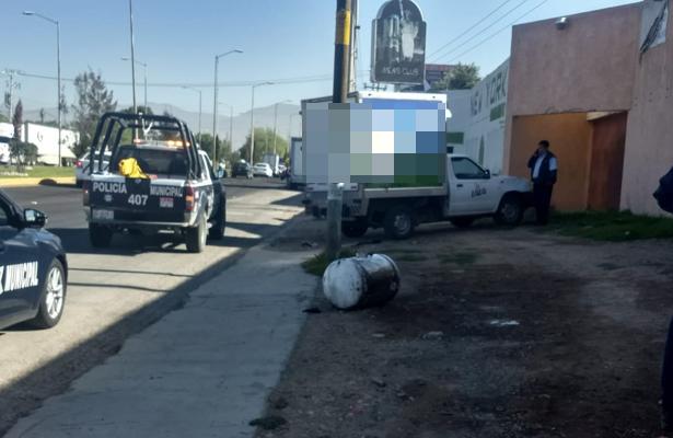 Tanque averiado se desprendió de auto, en Pachuca