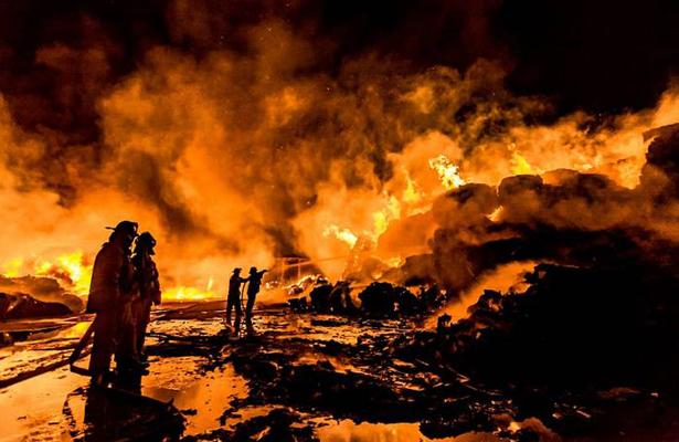 Arde recicladora en la Ahumadita