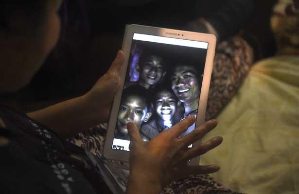 Hallan con vida a los 12 niños perdidos en Tailandia