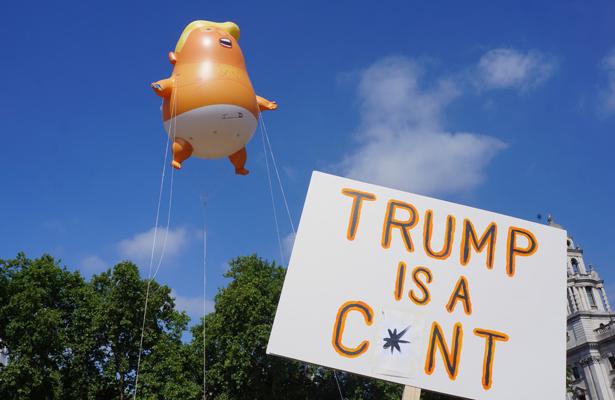 Protestan en Londres con globo gigante con caricatura de Trump