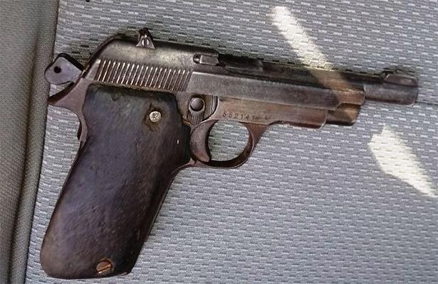 Por tragón perdió hasta la pistola
